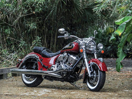 '15 Indian® Chief® Classic - Red/Thunder Black