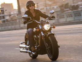 2015-Indian-Scout-black-action4